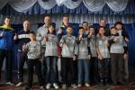 Виталий Хомутынник передал профессиональную игровую форму школьной команде по регбилиг