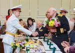Геннадий Кернес наградил ветеранов
