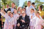 Геннадий Кернес и Виталий Хомутынник открыли новый школьный стадион