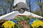 Депутаты «Відродження» возложили цветы к памятнику жертвам Чернобыльской катастрофы