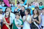 Народный депутат Виктор Остапчук организовал для выпускников Купянска концерт